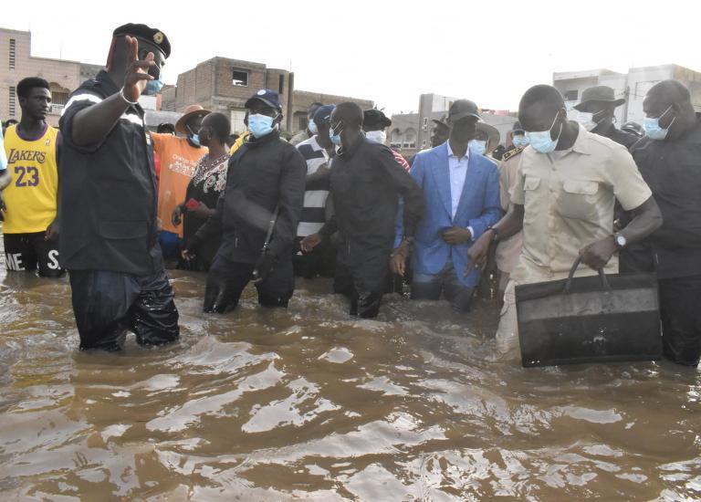 Visite du Ministre de l'Intérieur à Keur Massar, Diamaguène Sicap Mbao et Yeumbeul, pour constater de visu l'ampleur des inondations